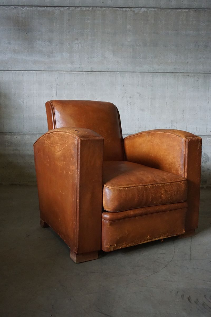 industrieller club sessel in cognac leder 1930er bei pamono kaufen. Black Bedroom Furniture Sets. Home Design Ideas