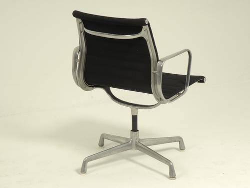 ea 108 b rostuhl von charles eames f r herman miller bei pamono kaufen. Black Bedroom Furniture Sets. Home Design Ideas