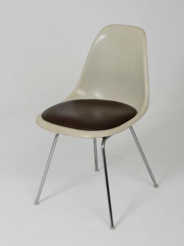 stuhl von charles eames f r herman miller 1970 bei pamono. Black Bedroom Furniture Sets. Home Design Ideas
